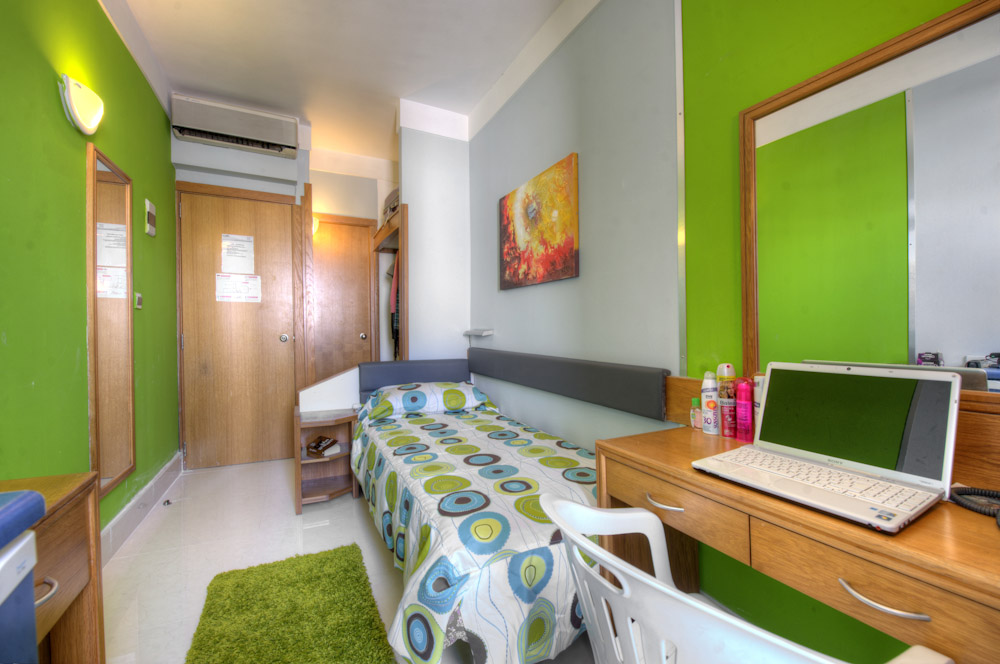 yescenter-hostel-vs-apartment.jpg